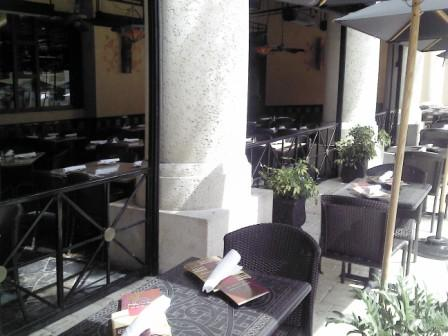 Cheesecake Factory outdoor dining