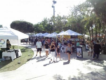 wpb-greenmarket-crowd