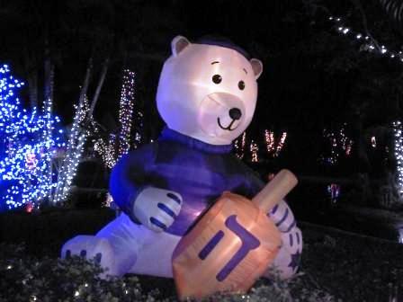 hoffmans-winter-wonderland-bear-with-dreidel